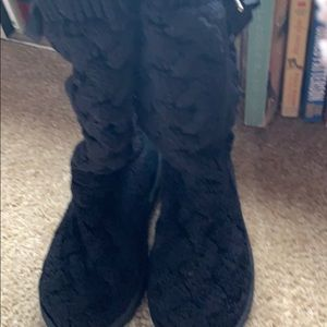 1 pair of uggs worn once in excellent cond